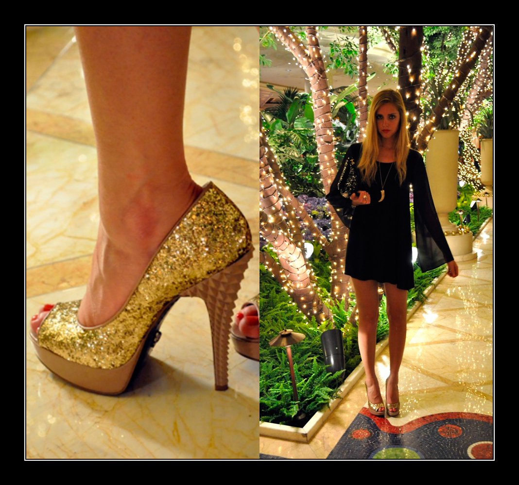 Vestido negro zapatos oro
